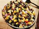 Рецепта Салца с черен боб, царевица, лук, домати и люти чушки